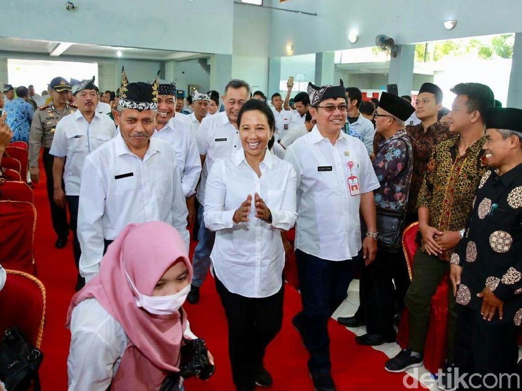 Krakatau Steel Terancam Rugi Rp 1,3 T, Rini: Tanya Direksi