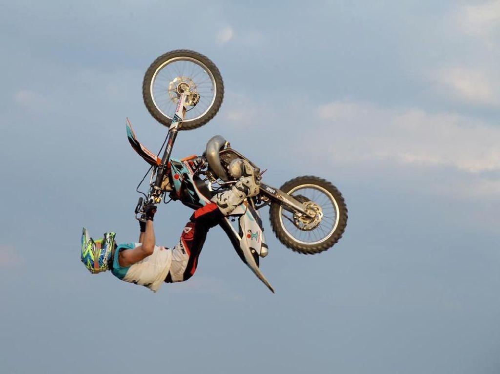 Melihat Lagi Aksi Roda Gila Motocross MXGP