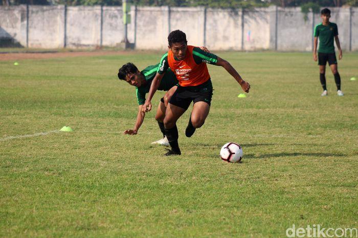 Timnas Indonesia U-19 melakukan latihan untuk persiapan laga uji coba melawan Persibo Bojonegoro, Deltras Sidoarjo, dan Persekabpas Pasuruan.