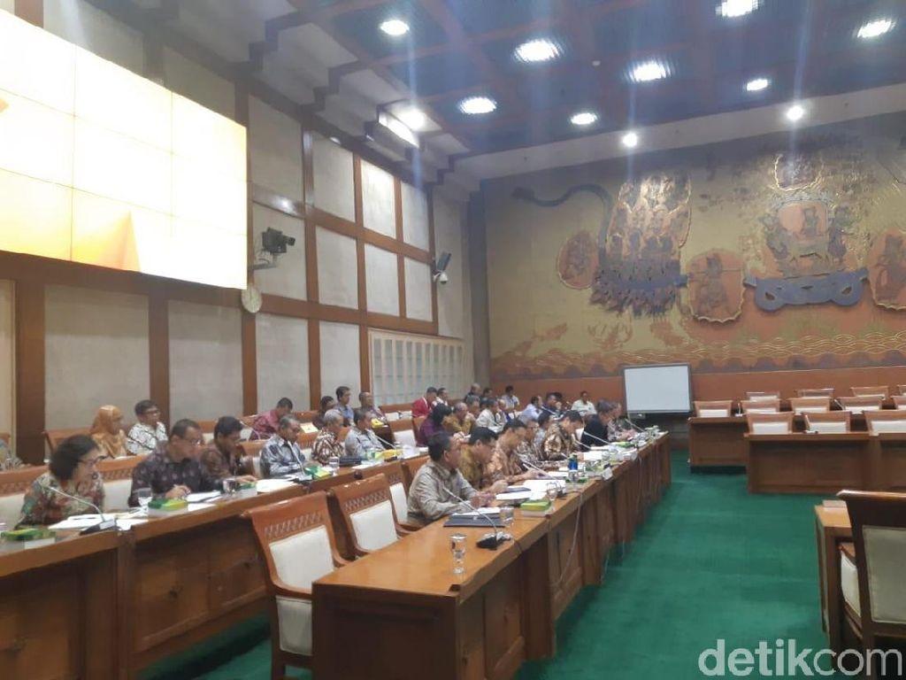 Rapat Bareng DPR, Menperin Ditanya Peredaran Baja Abal-abal
