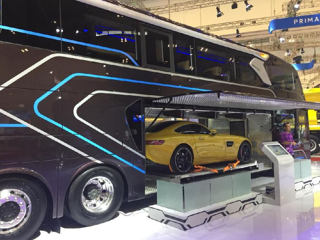Keren Banget! Perut Bus Ini Muat Mobil Sport