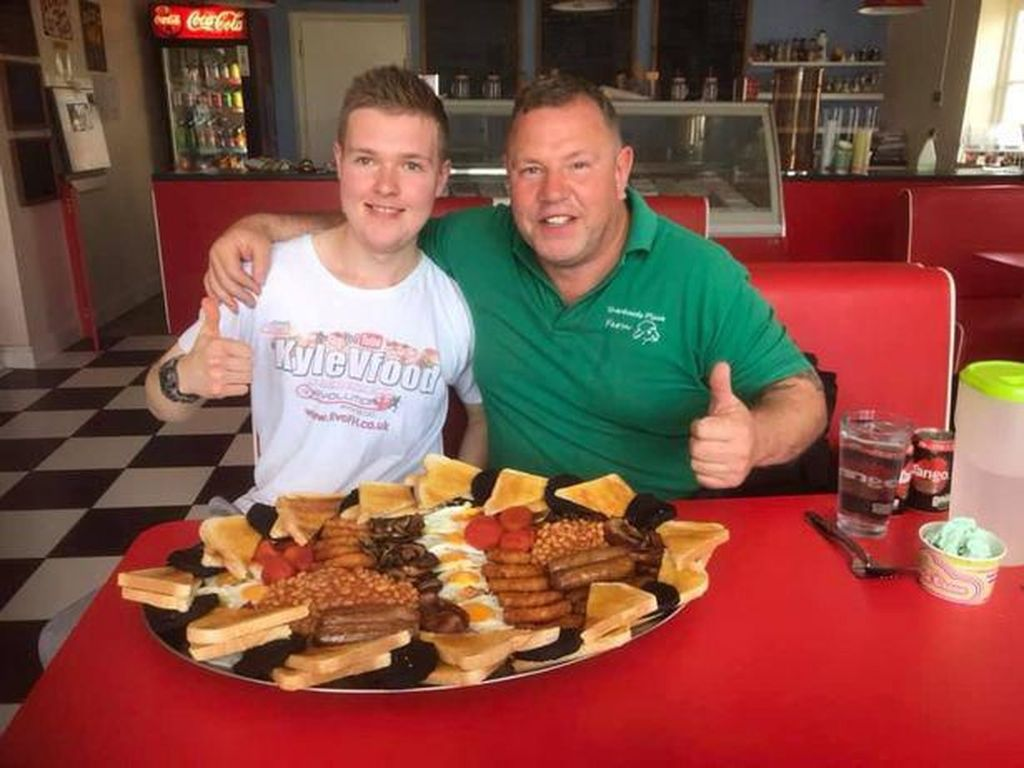 Wow! Pria Ini Habiskan 3,5 Kg English Breakfast untuk Sarapan
