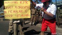 Seorang Siswa SD Demo Minta KPK Berantas Korupsi di Situbondo