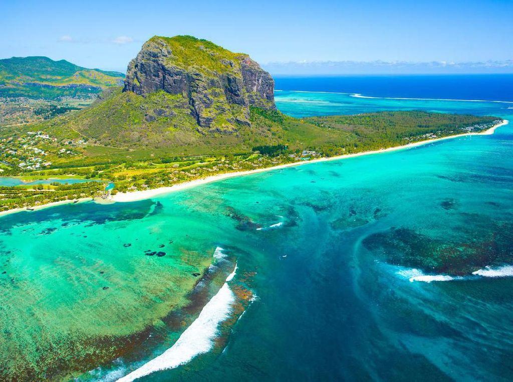 Ada Air Terjun Bawah Laut di Mauritius, Kok Bisa?