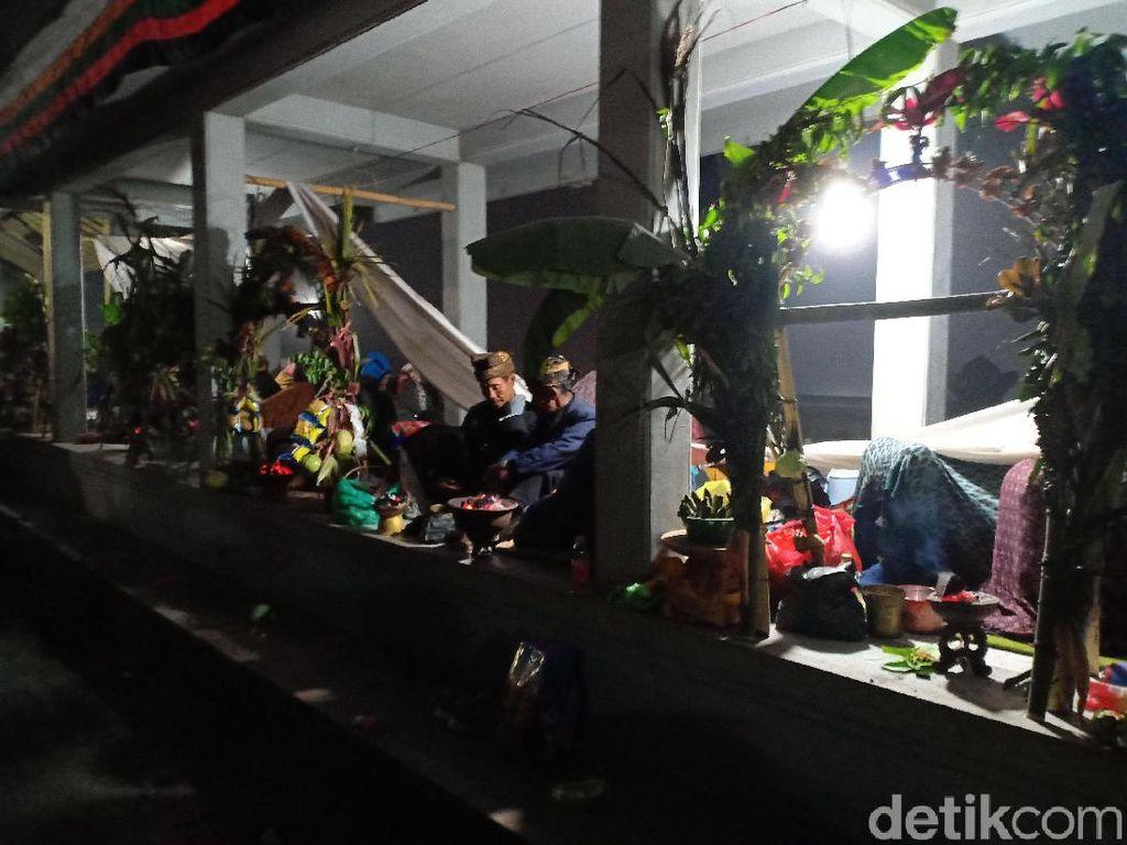 Suku Tengger Rayakan Puncak Hari Raya Yadnya Kasada di Bromo
