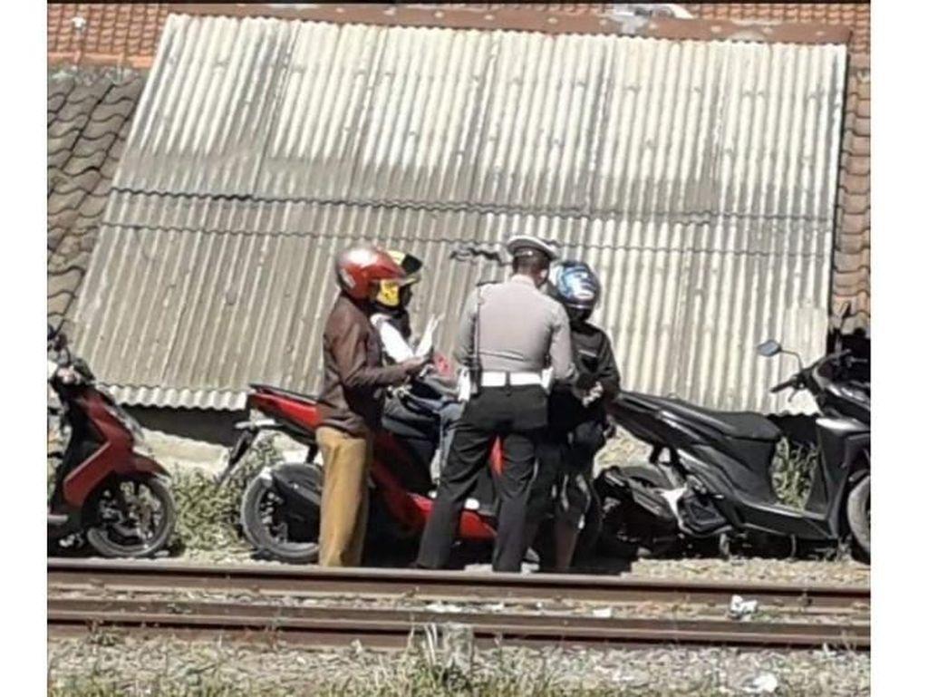 Viral Foto Polisi Razia Pemotor di Bantaran Rel, Begini Faktanya