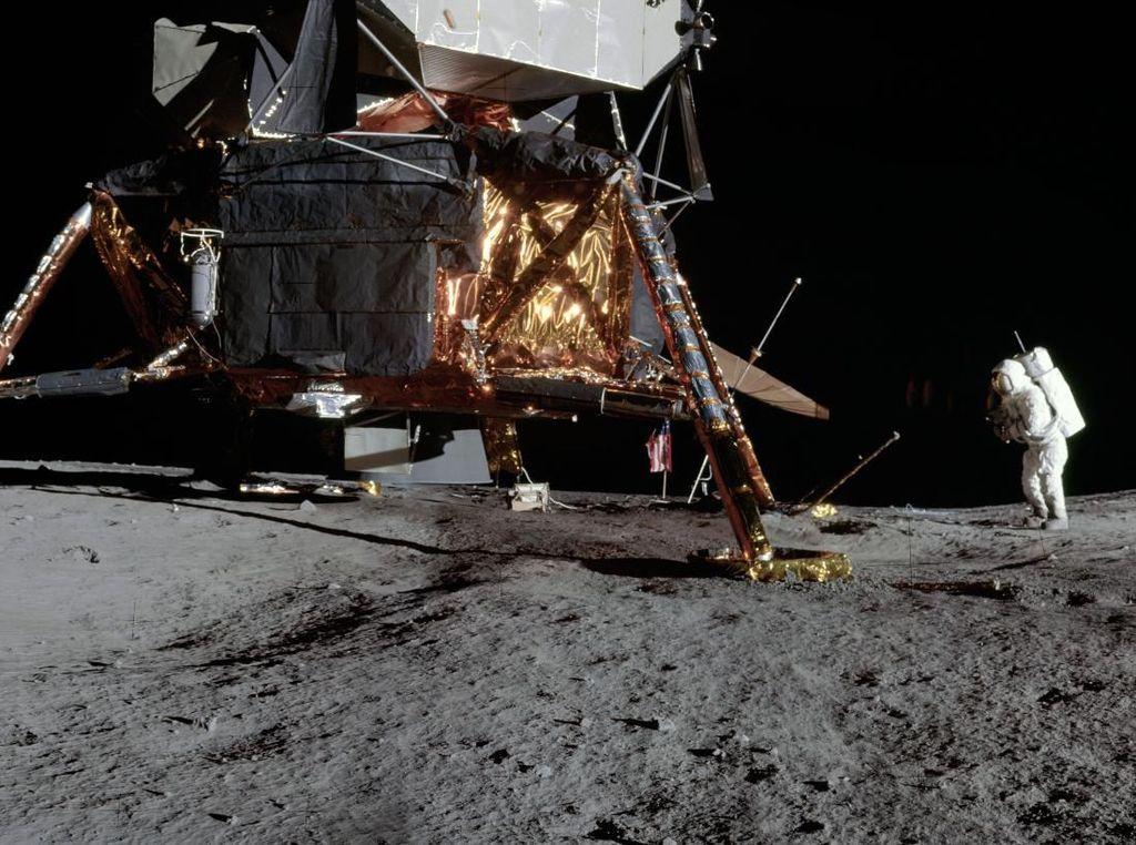 Deretan Foto Panorama Pendaratan Bulan yang Baru Dirilis NASA