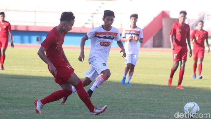 Timnas Indonesia U-19 berhasil mengalahkan Persibo Bojonegoro 2-1 di laga ujicoba. (Foto: Suparno/detikcom)