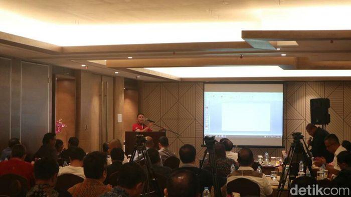 Komjen Pol M Iriawan memaparkan visi dan misi terkati pencalonan Ketum PSSI 2020 -2024 (Amalia Dwi Septi/detikSport)