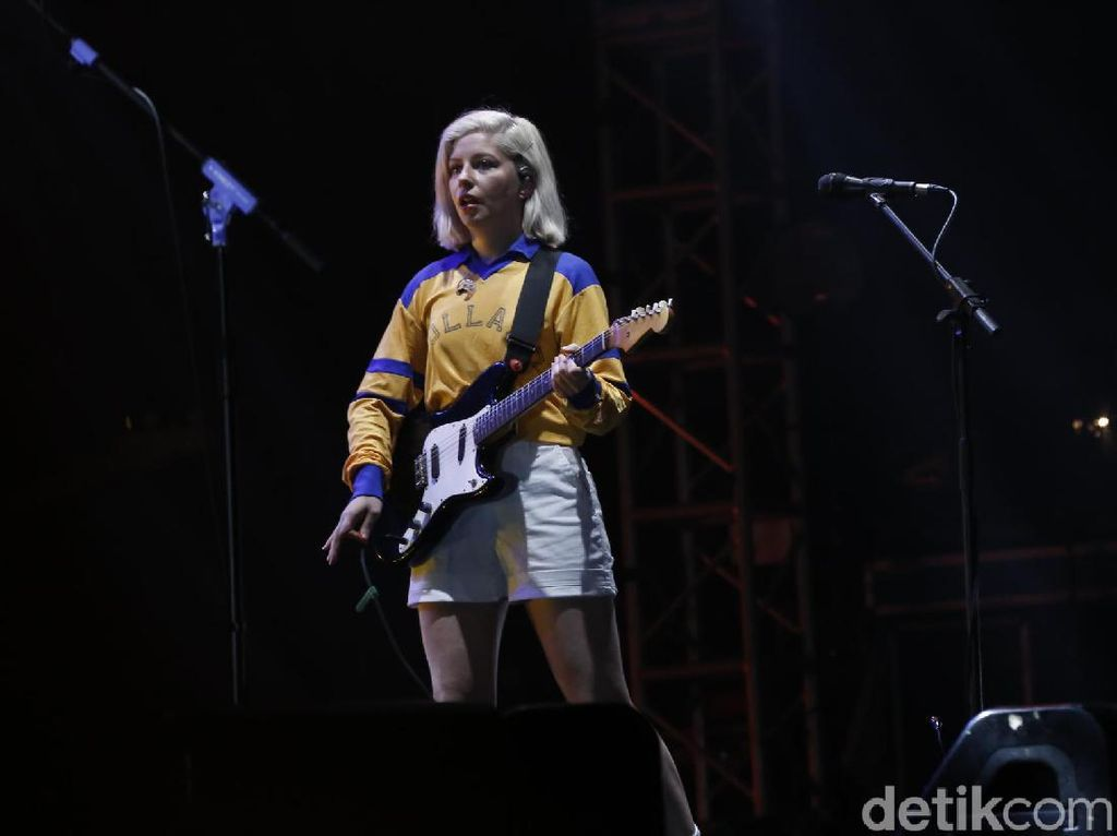 Bersenang-senang Bareng Alvvays di We The Fest 2019