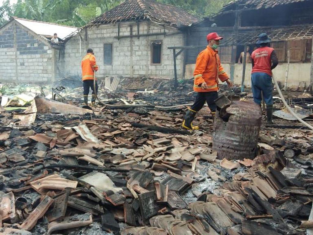 Kebakaran di Mojokerto Lalap 2 Rumah dan Panggang 3 Kambing