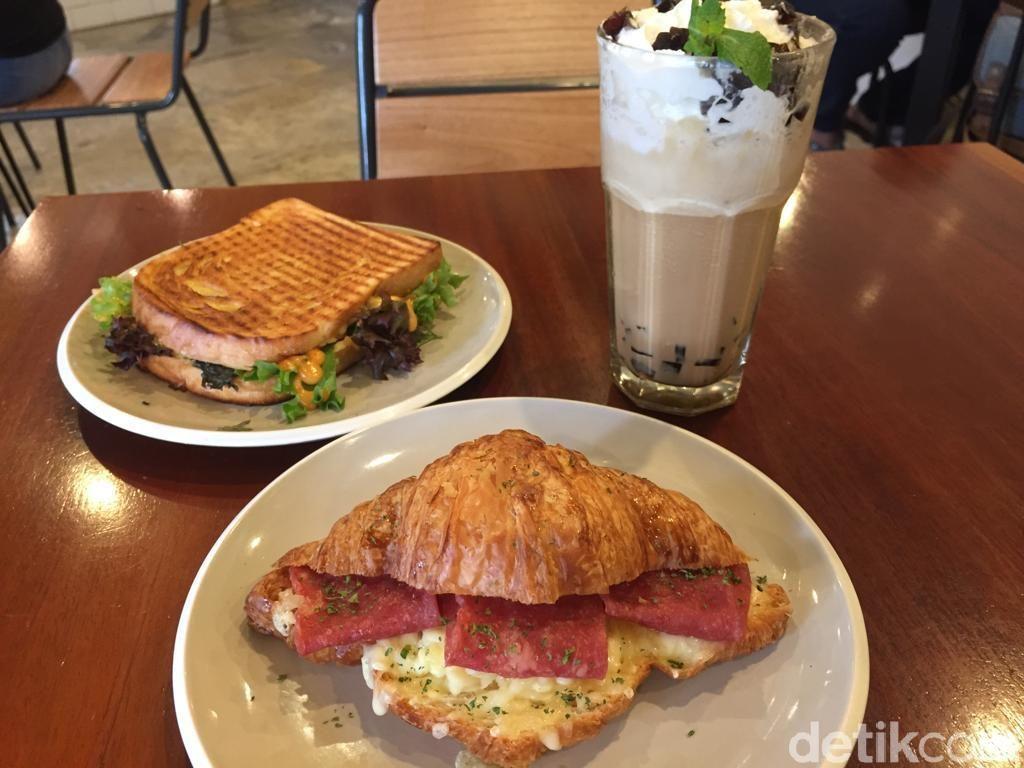 Stillwater Coffee & Co: Ada Croissant Keju Renyah di Coffee Shop Homey