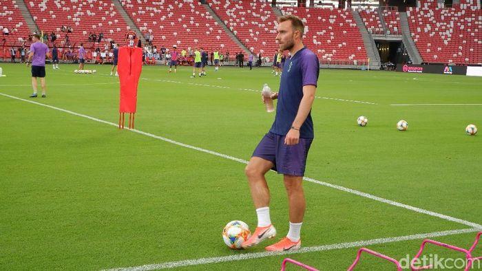 Pemain Tottenham Hotspur Christian Eriksen, berlatih terpisah di National Stadium. (Foto: Rifqi Ardito/detikcom)