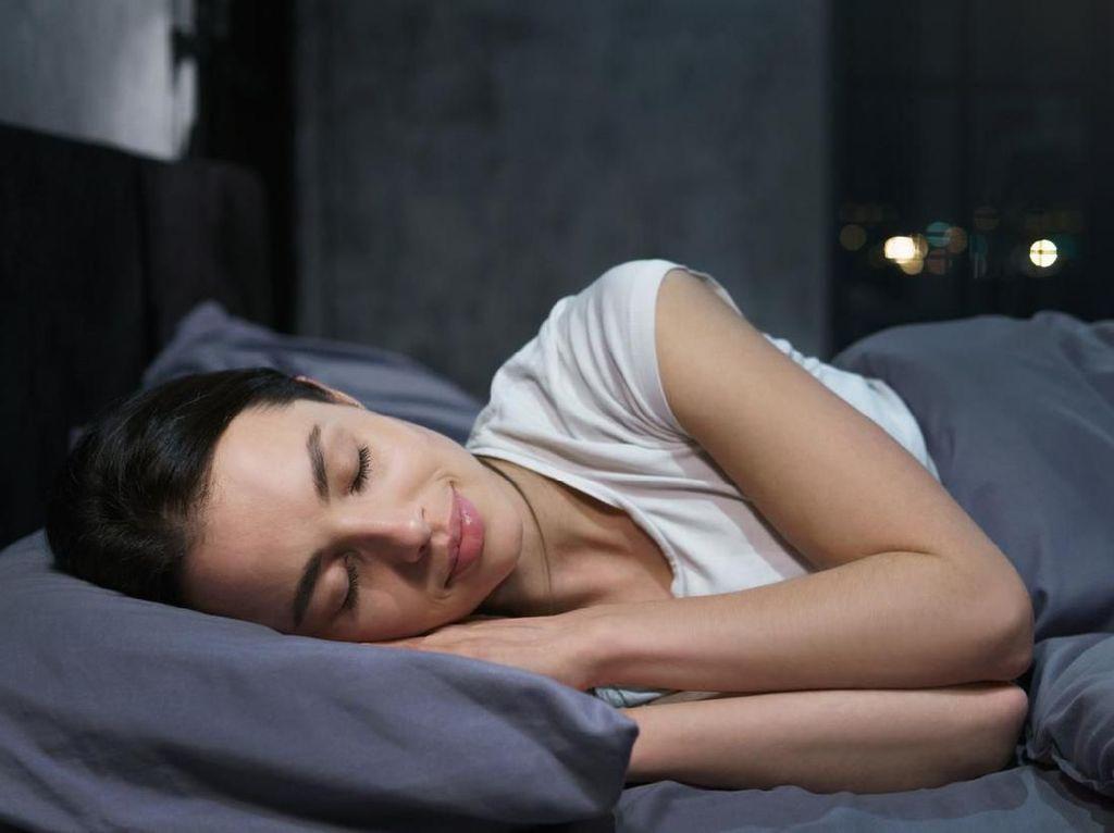 Manakah Posisi Tidur yang Baik, Telentang atau Tengkurap?