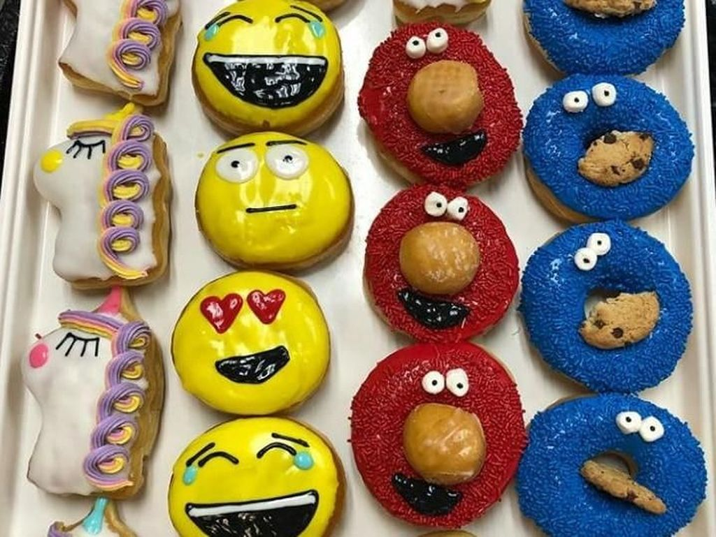 Warna-Warni Donat Bentuk Nanas hingga Elmo yang Empuk Menggemaskan