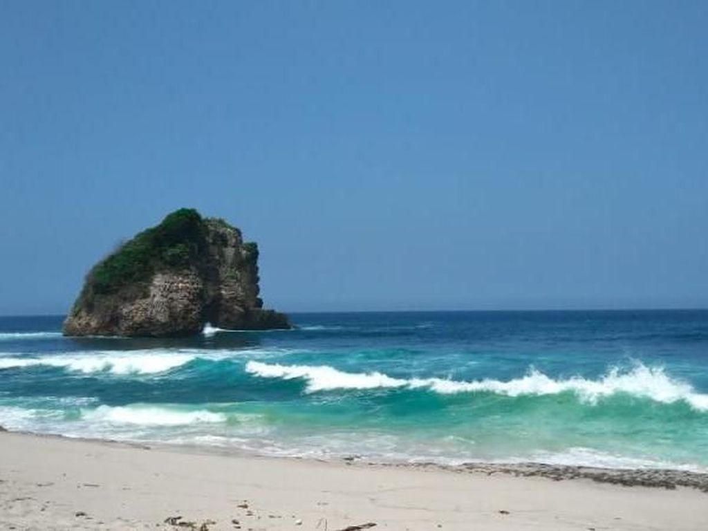Pantai Asyik Buat Camping di Malang