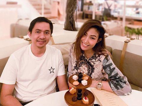 Hamil Anak Ketiga, Suami Berikan Hadiah Restoran pada Ayu Dewi