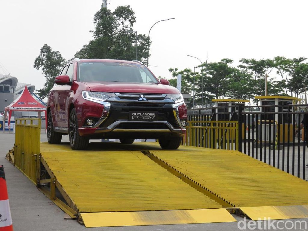 Impresi Singkat dengan Mitsubishi Outlander Versi Ramah Lingkungan