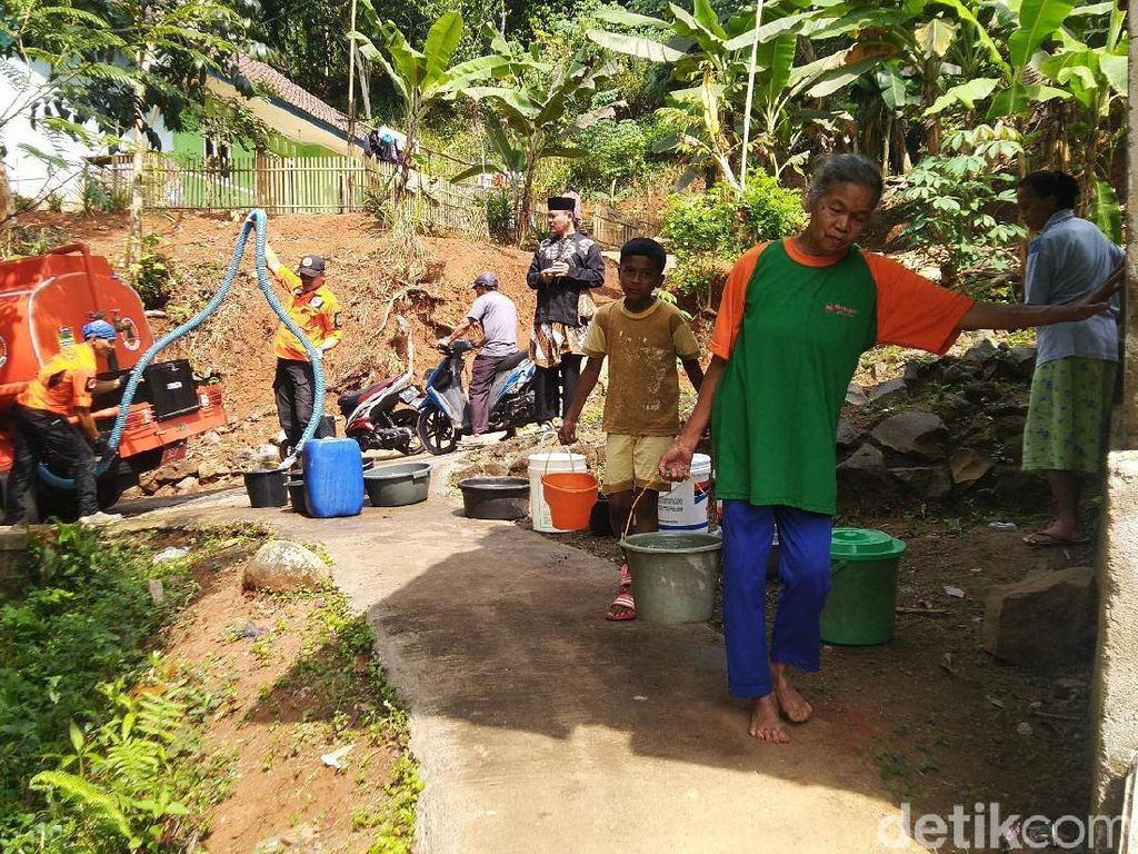 Musim Kemarau, Warga Ciamis Krisis Air Bersih