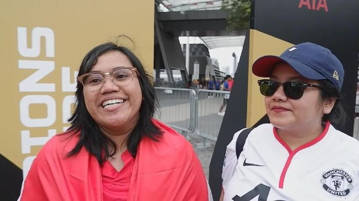 Fans dari Indonesia nonton Manchester United vs Inter Milan di Singapura. (Foto: Rifqi Ardita Widianto / detiksport)