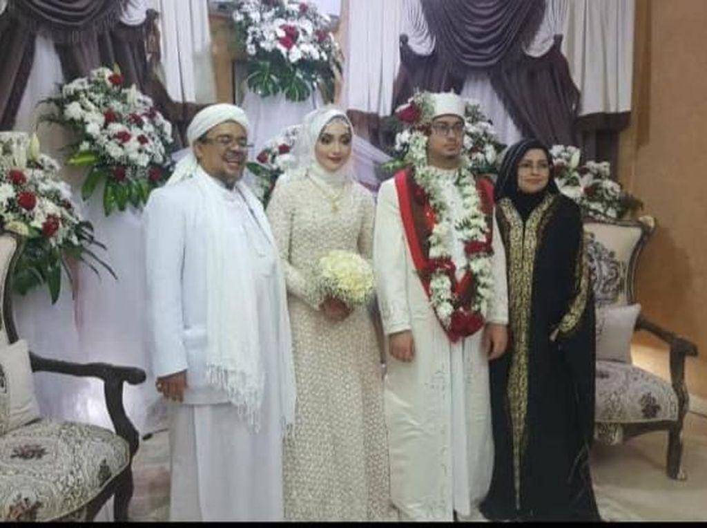 Potret Bahagia Habib Rizieq Nikahkan Sang Putri di Tanah Suci