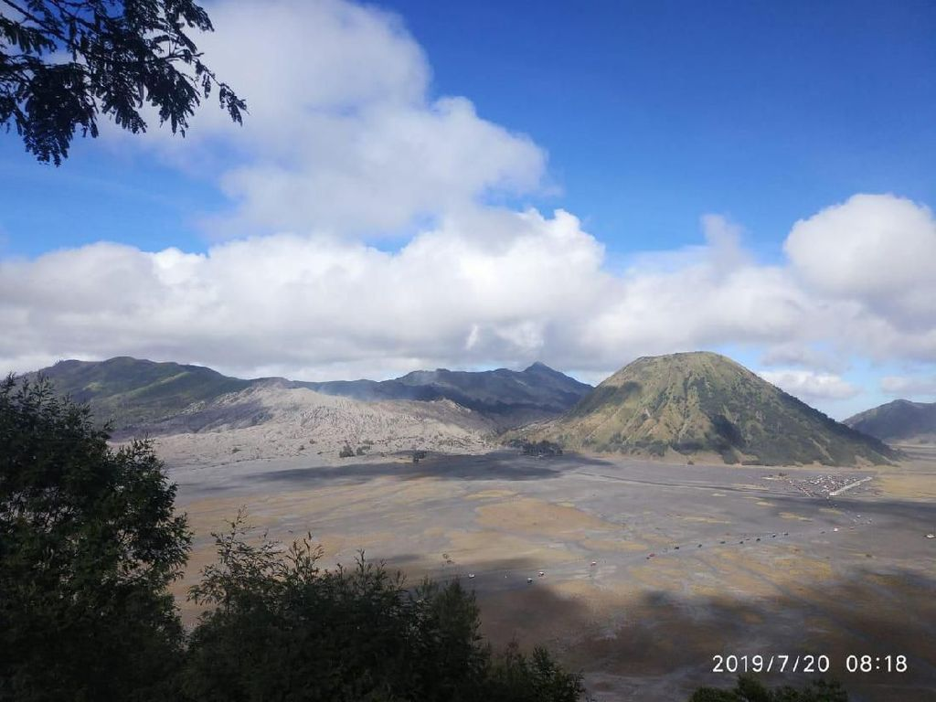 Batuk Gunung Bromo Tak Pengaruhi Warga Tengger di Pasuruan