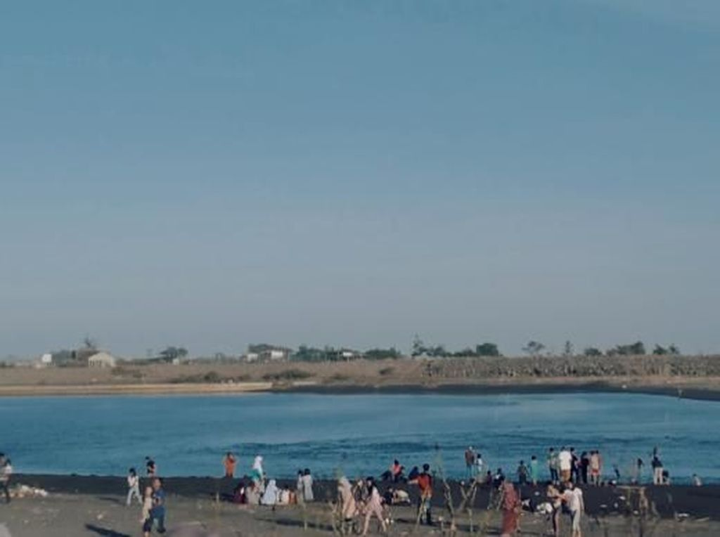 Akhir Pekan, Asyiknya Naik Perahu di Pantai Glagah Kulonprogo