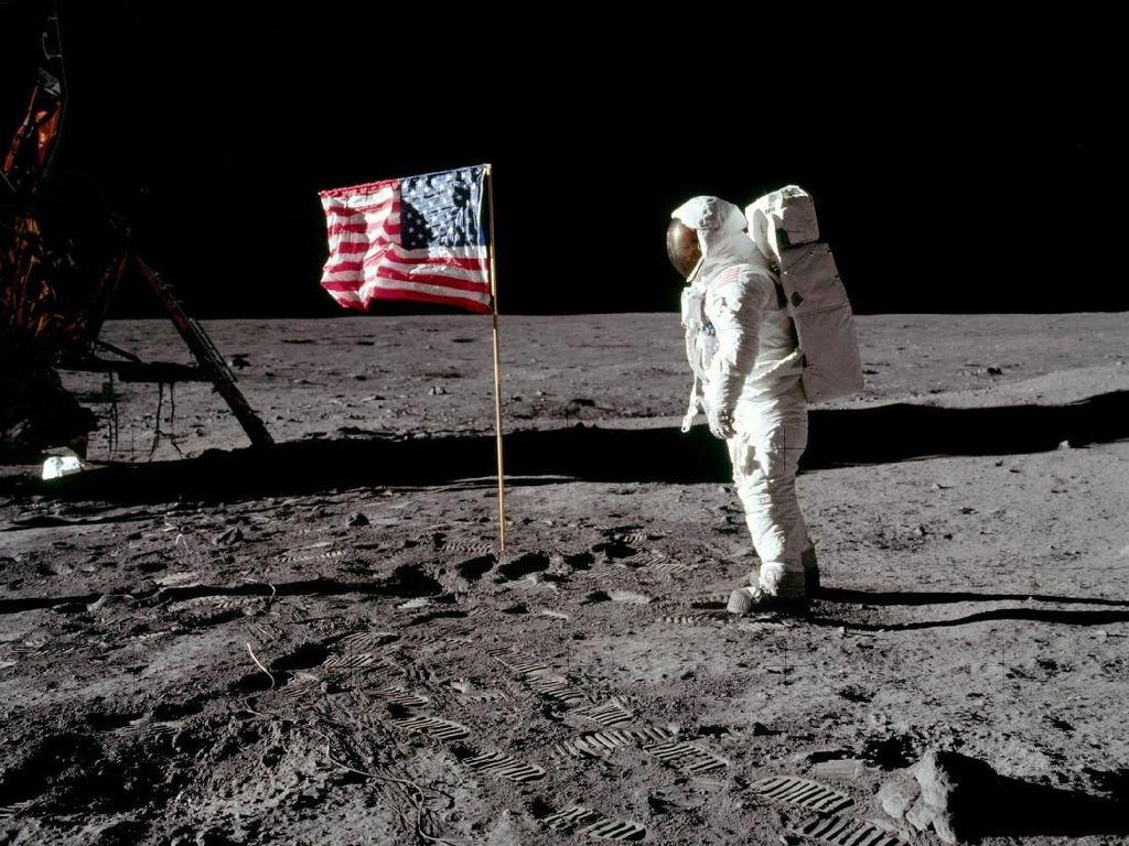 Asal Muasal Pendaratan Manusia di Bulan Disebut Hoax