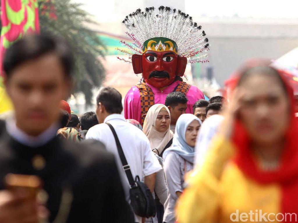 Suasana Lebaran Betawi di Monas