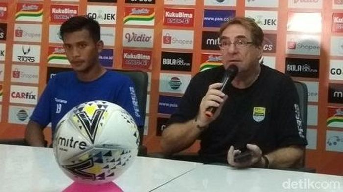 Pelatih Persib Bandung selepas memetik kemenangan atas PSIS Semarang. (Foto: Eko Susanto/detikcom)