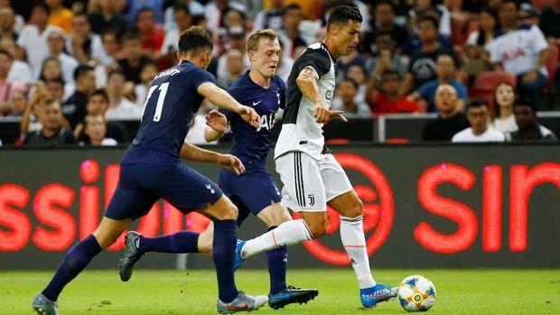 Ronaldo dikabarkan cekcok dengan Sarri pada laga <a href='https://uzone.id/tag/juventus' alt='Juventus' title='Juventus'>Juventus</a> vs Tottenham. (