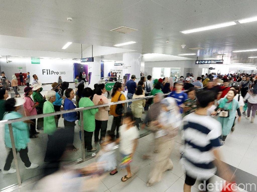 Demo Ganggu Perjalanan KRL, MRT Masih Beroperasi Normal