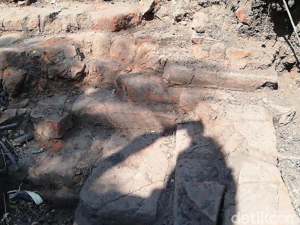 Penampakan Struktur Bata Diduga Bangunan Kuno di Pasuruan
