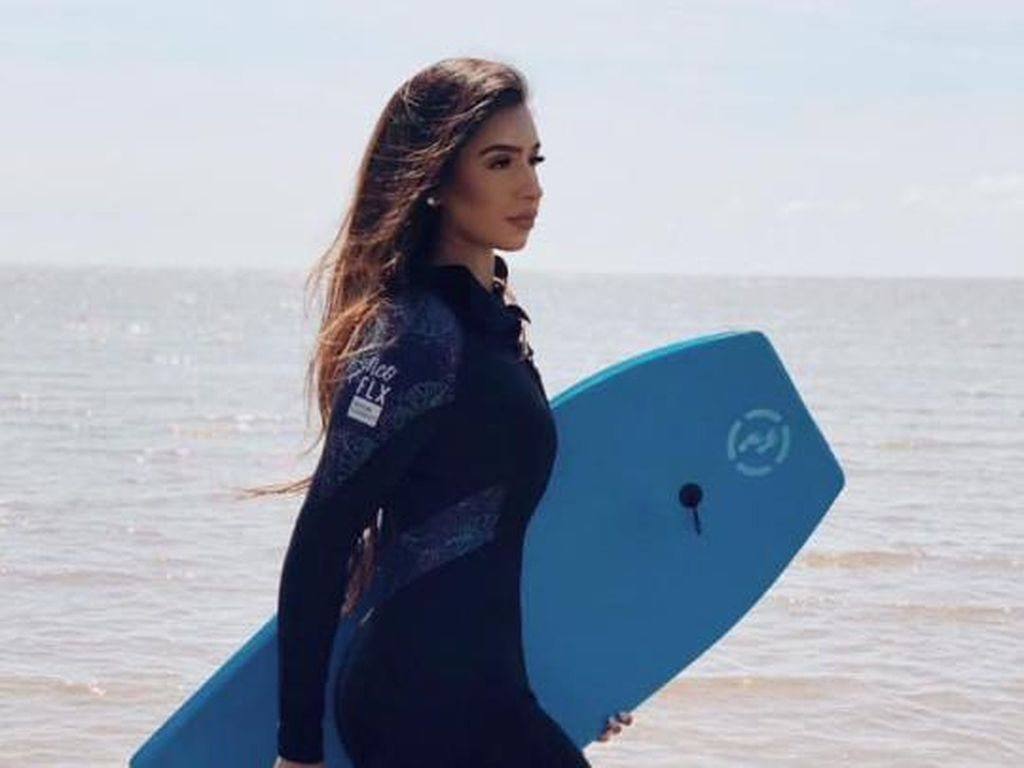 Pesona Aysha Khan, Kontestan Pertama yang Tak Pakai Bikini di Miss England