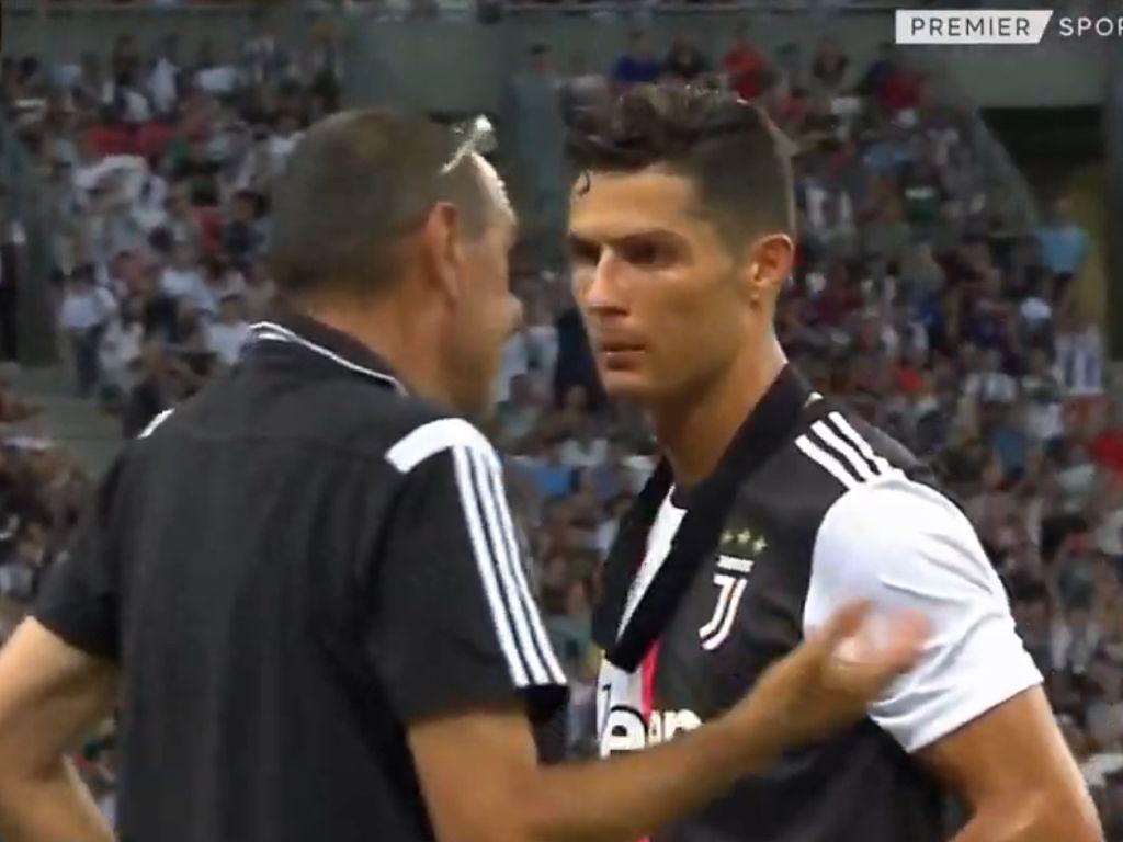 Video Mimik Masam Ronaldo ke Sarri Gara-gara Diganti