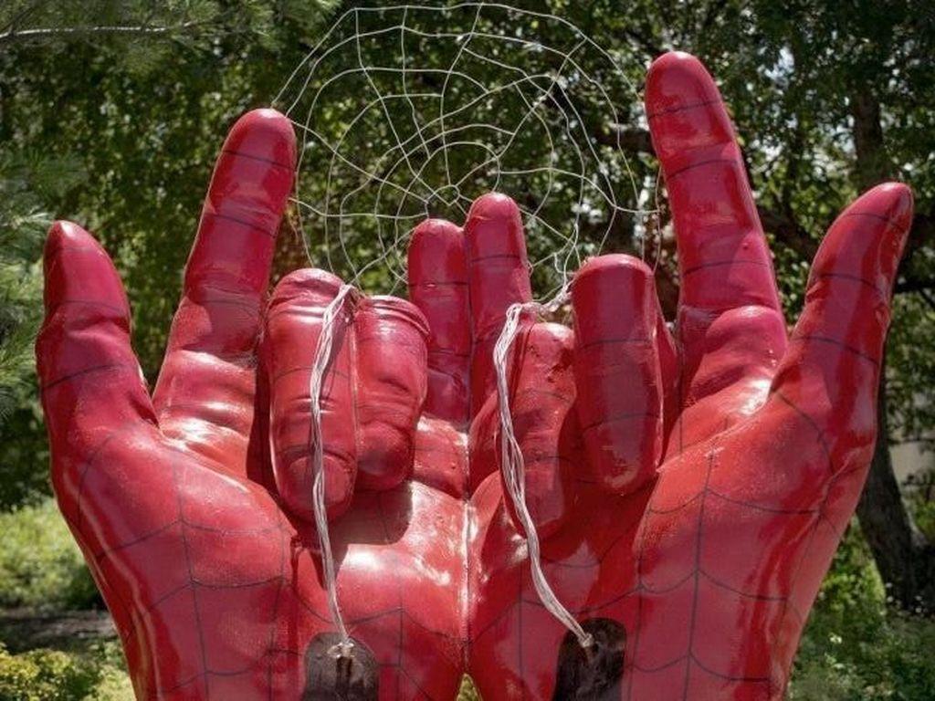Patung Spider-Man Dicap Setan Tak Akan Dipindah