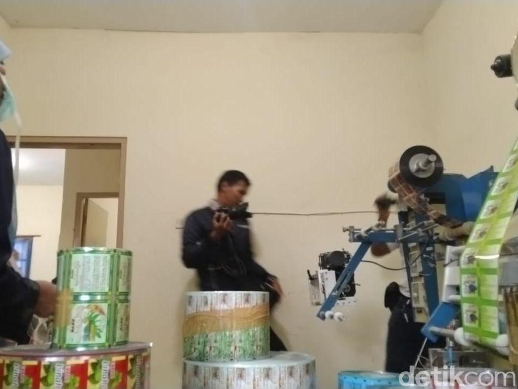 Rumah Produksi Obat Ilegal Berbahaya di Demak Digerebek