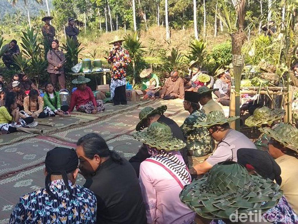 Warga Losari Magelang Gelar Tradisi Wiwitan Jali