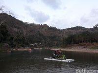 Traveler pun sanggup menyewa sepeda air ini (Pradito/detikcom)