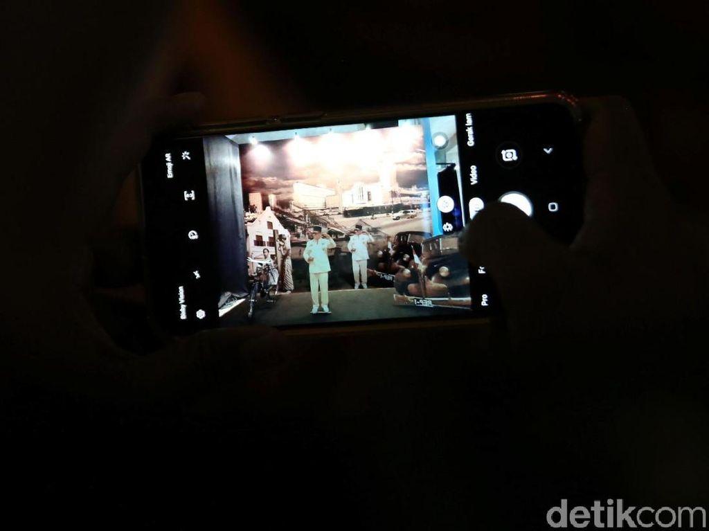 Melihat Kota Jakarta dari Masa ke Masa Lewat Instalasi Hologram