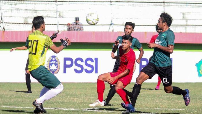 Timnas U-19 kalahkan Persekabpas Pasuruan 4-0 (ANTARA FOTO/Umarul Faruq)