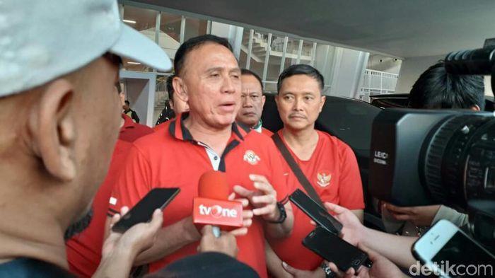 Caketum PSSi M Iriawan menonton laga final Piala Indonesia (Amalia Dwi Septi/detikSport)