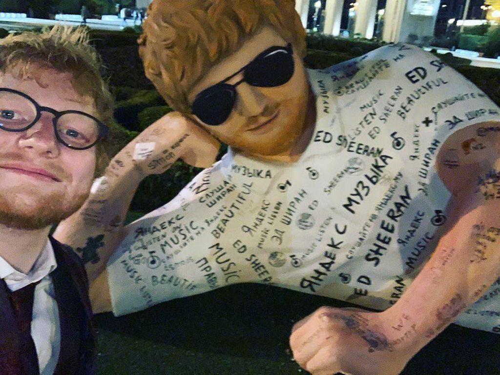 Hiii... Patung Ed Sheeran di Rusia Dikritik Menyeramkan