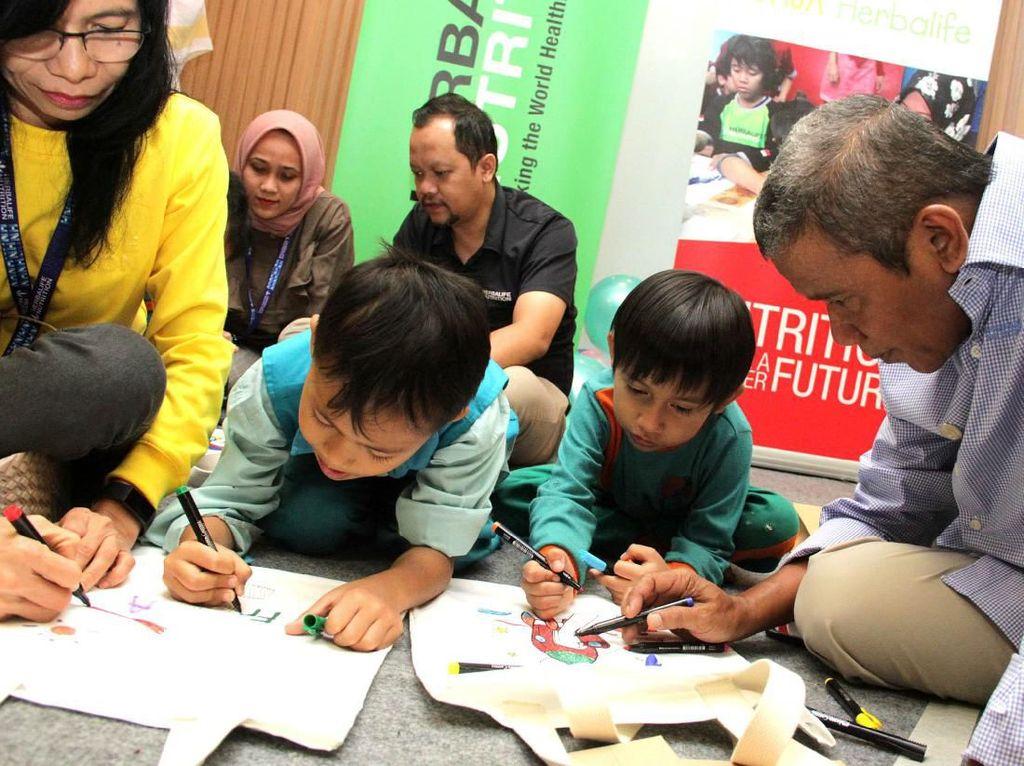 Adu Kreativitas Mewarnai Gambar di Hari Anak Nasional