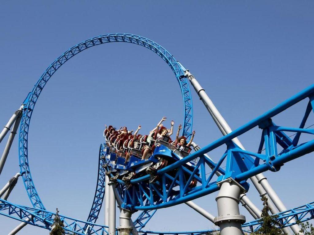 Mengerikan! Roller Coaster Tergelincir, 2 Orang Tewas