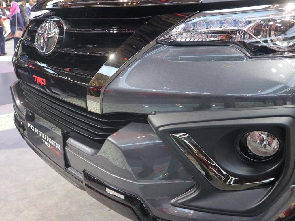 Toyota Fortuner Lebih Gahar! Bagasinya Bisa Dibuka Pakai Kaki