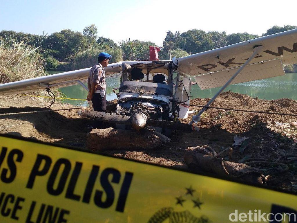 Penampakan Bangkai Cessna yang Jatuh di Indramayu