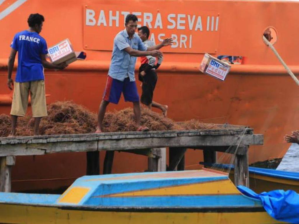 Kala Bank Terapung Disulap Jadi Kapal Bantuan di Halmahera Selatan