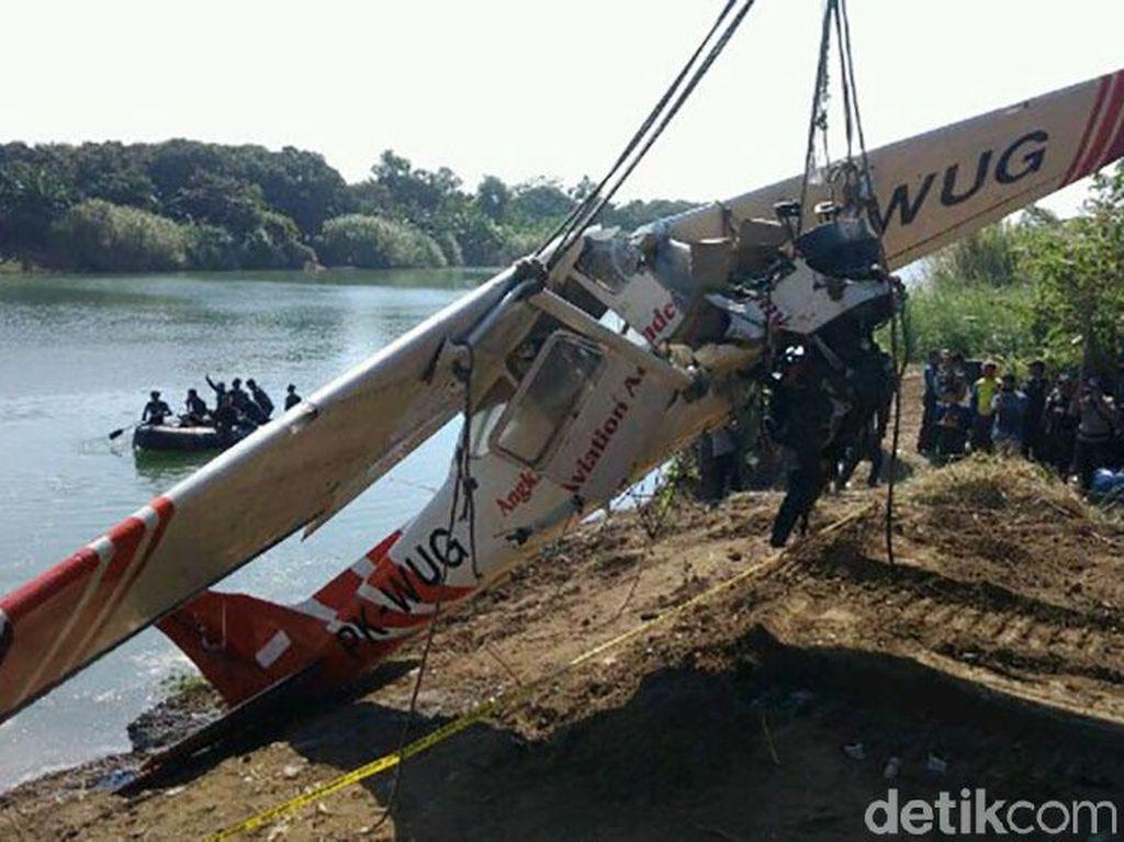 Detik-detik Evakuasi Bangkai Cessna yang Jatuh di Sungai Cimanuk