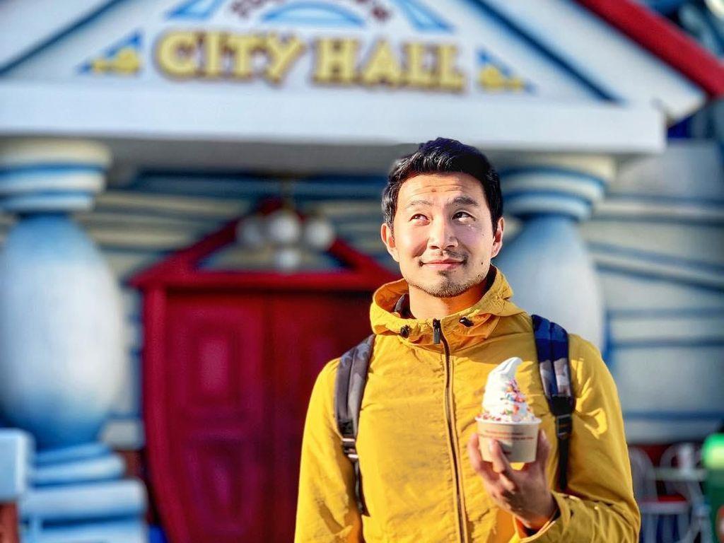 Kulinerannya Simu Liu, Superhero Asia Pertama Besutan Marvel